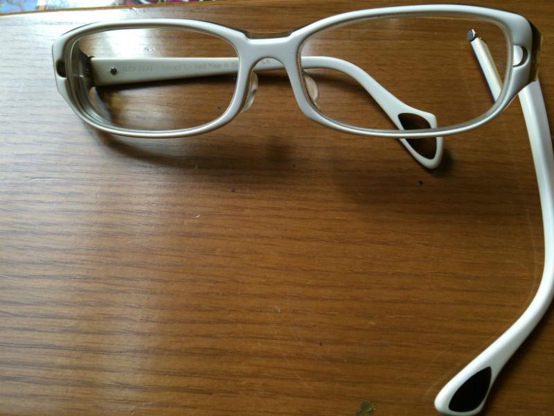白メガネ 破損